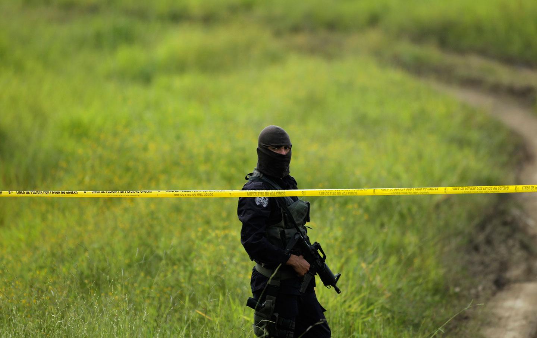el_salvador_police_rtr_img
