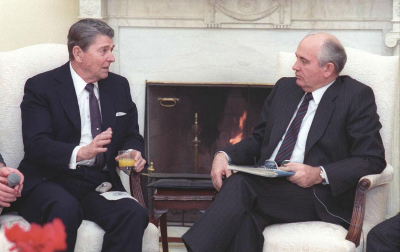 Gorbachev_and_Reagan_1987_gov_img