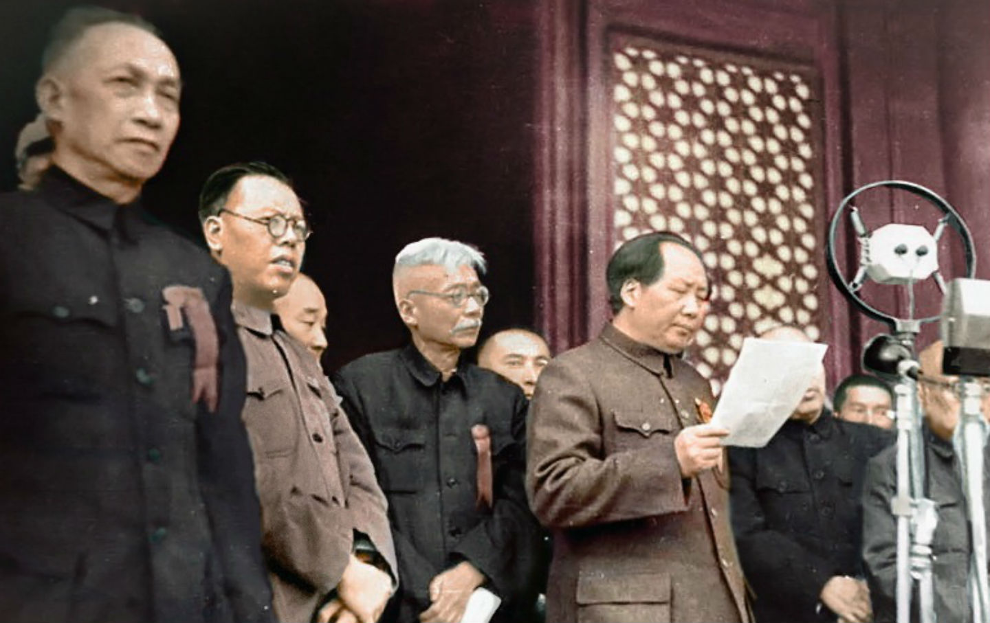 Mao Zedong outlines the new Chinese government