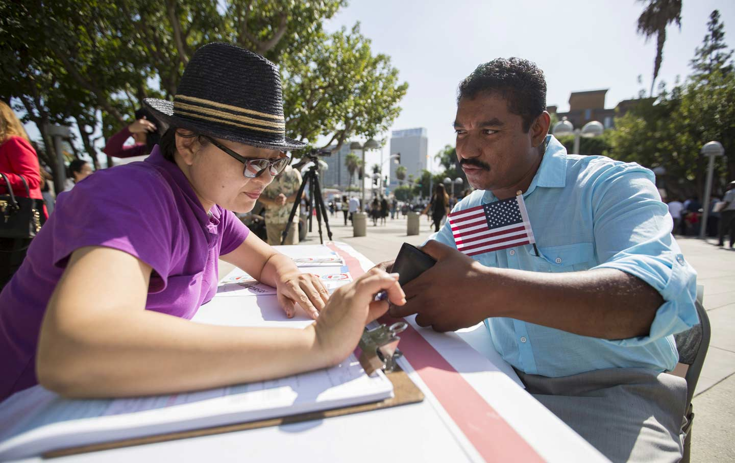 Voting_Registration_California_rtr_img1