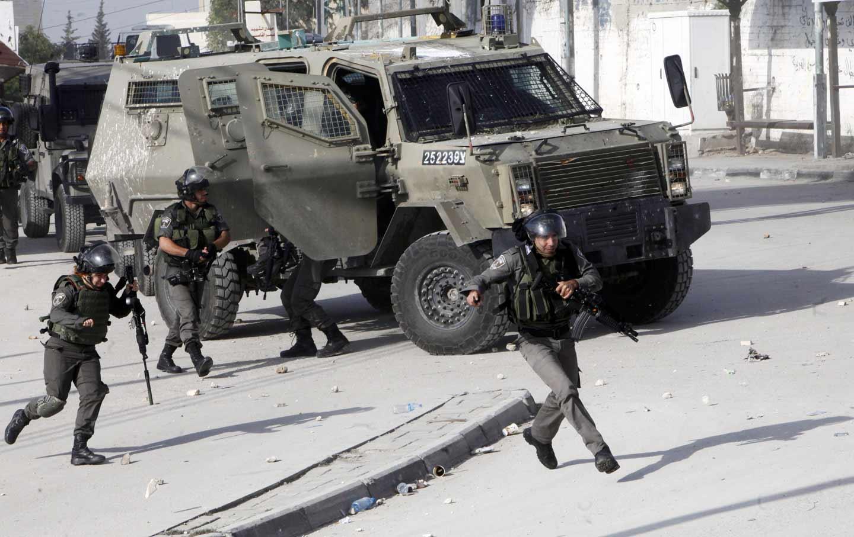 Israel_Palestine_guns_gear_ap_img