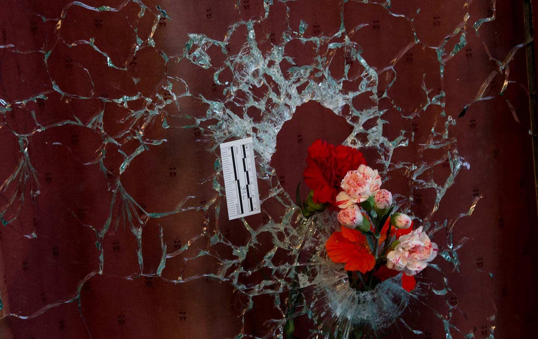 Paris_attacks_flowers_ap_img