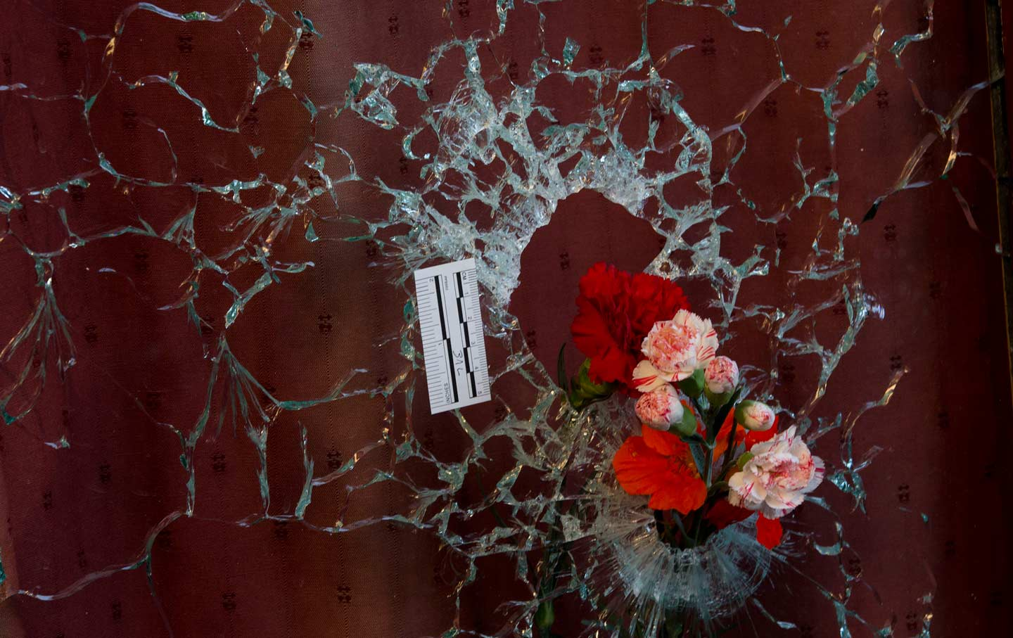 Paris_attacks_flowers_ap_img