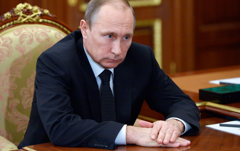 Putin_on_a_desk_ap_img