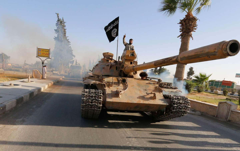 isis_tank_raqqa_RTR_img