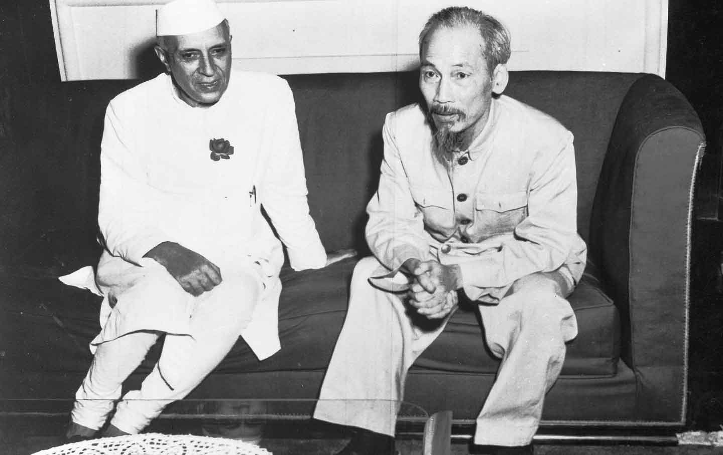 Indian Premier Jawaharlal Nehru (left) and Vietminh President Ho Chi Min in Hanoi, October 18, 1954. (AP)