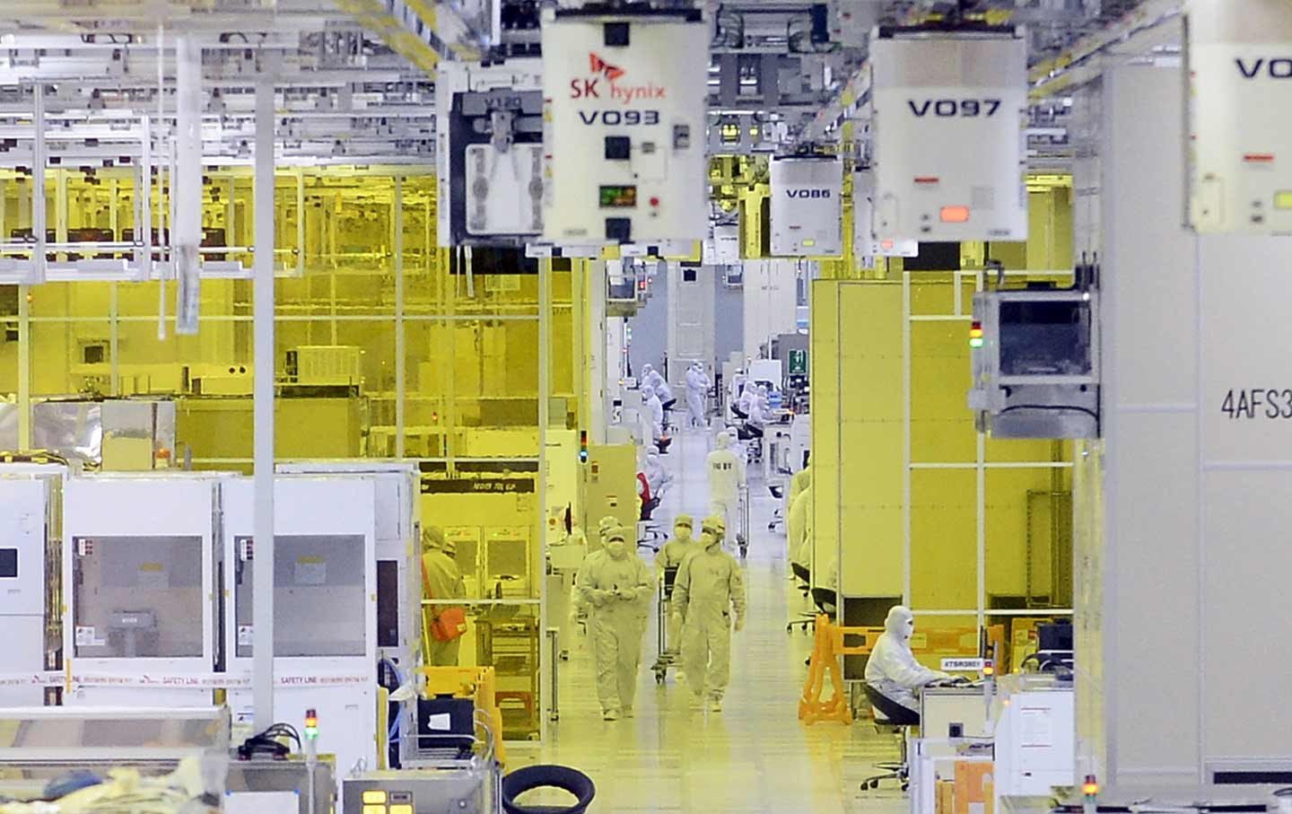 SK Hynix workers