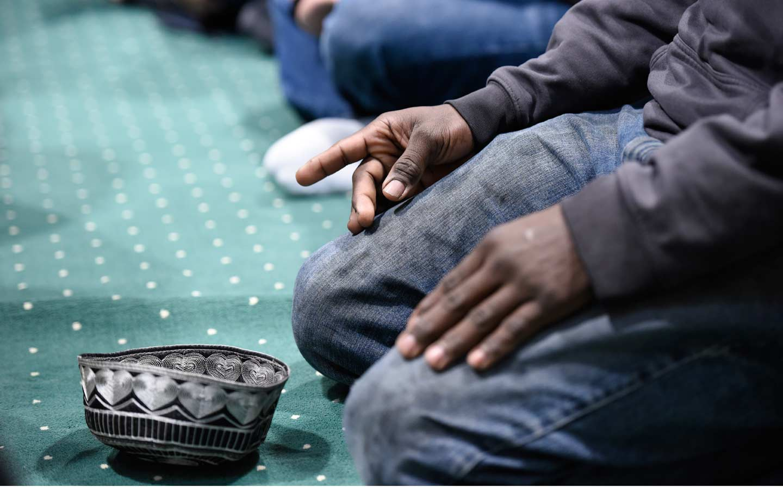 mosque_prayer_ap_img