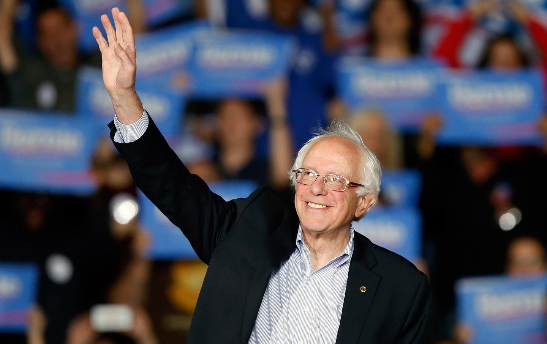 Bernie_Sanders_smile_wave_ap_img