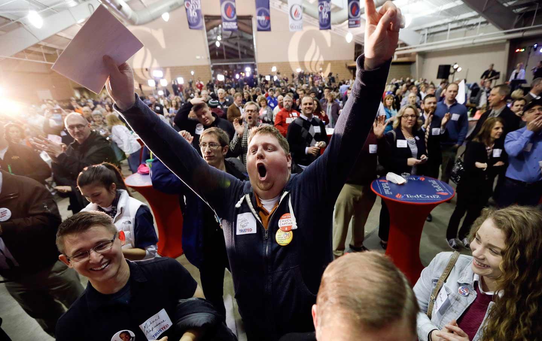 Iowa_Caucus_rally_ap_img