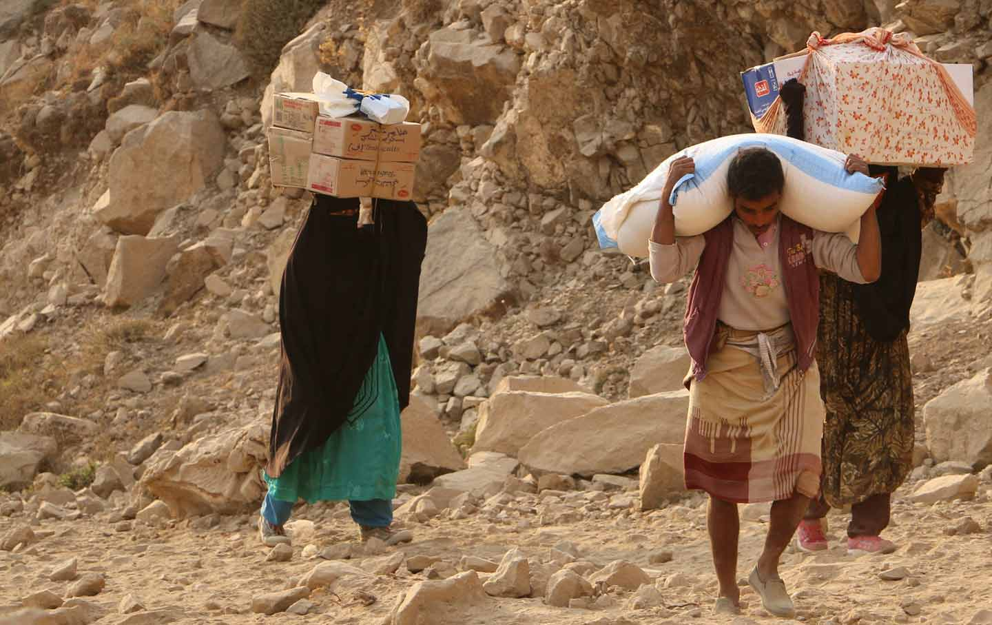 Yemenis carry relief supplies