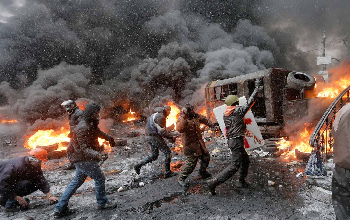 Protesters clash with police in central Kiev, Ukraine, Wednesday, January 22, 2014. (AP Photo / Efrem Lukatsky, file)