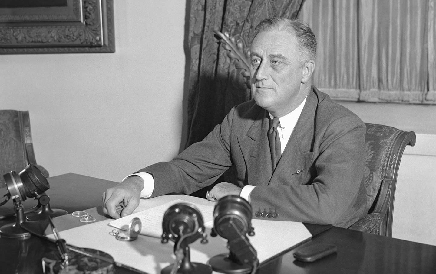 fdroosevelt_seated_ap_img