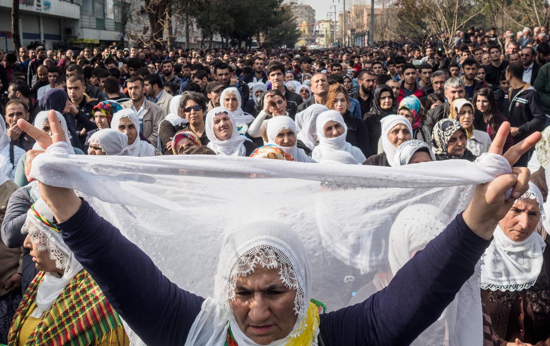 protesters in Diyarbakir