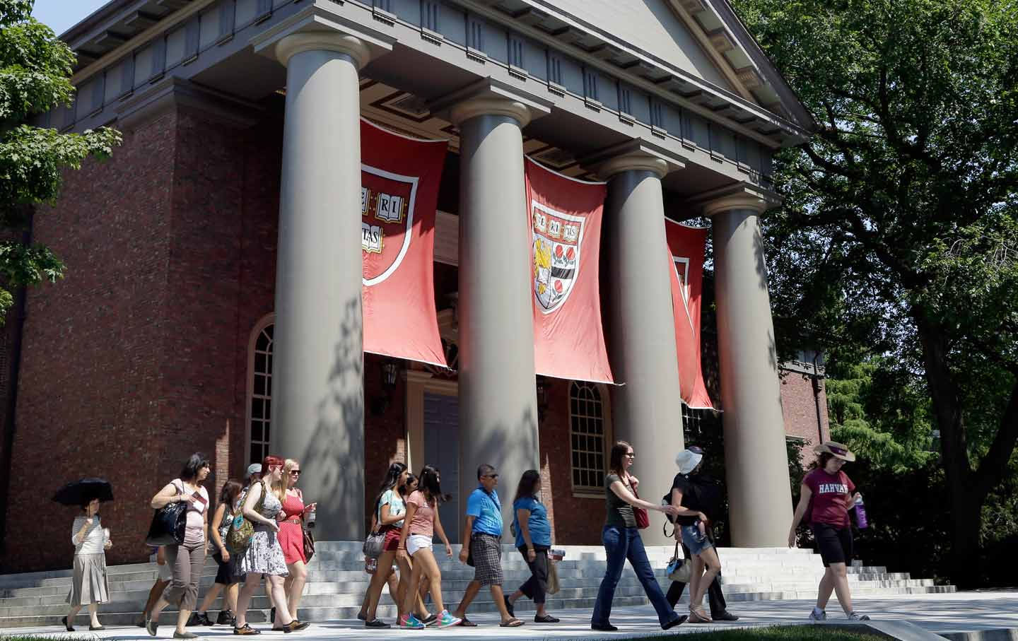 Universities Are Becoming Billion-Dollar Hedge Funds With Schools Attached