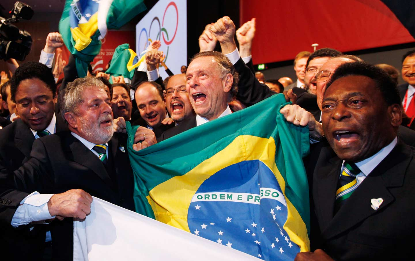 Brazlians celebrate Olympic bid win