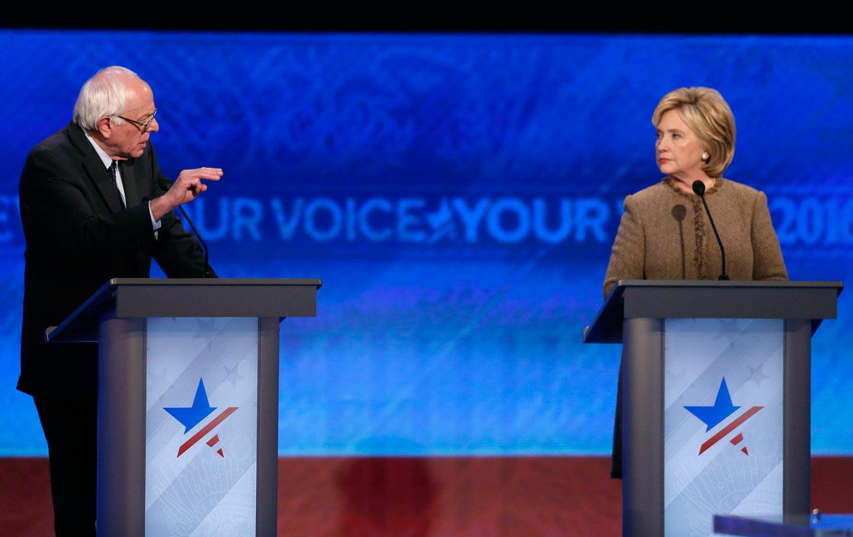 democratic_debate_2016_clinton_sanders_ap_img