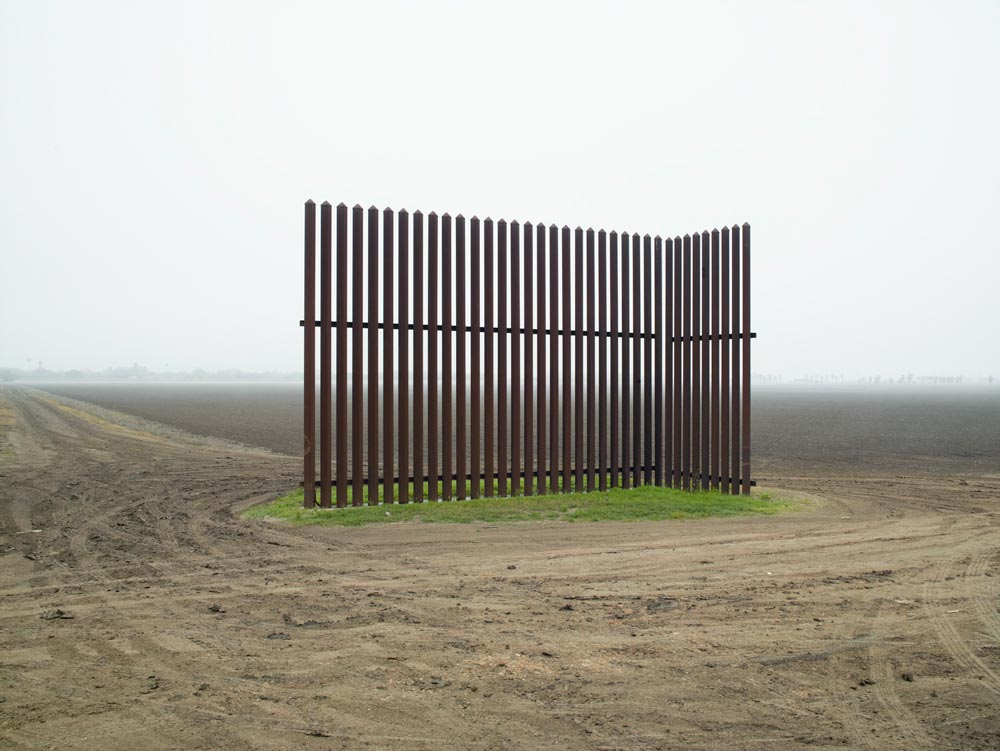 These haunting photos show the deadly absurdity of the us for Border wall