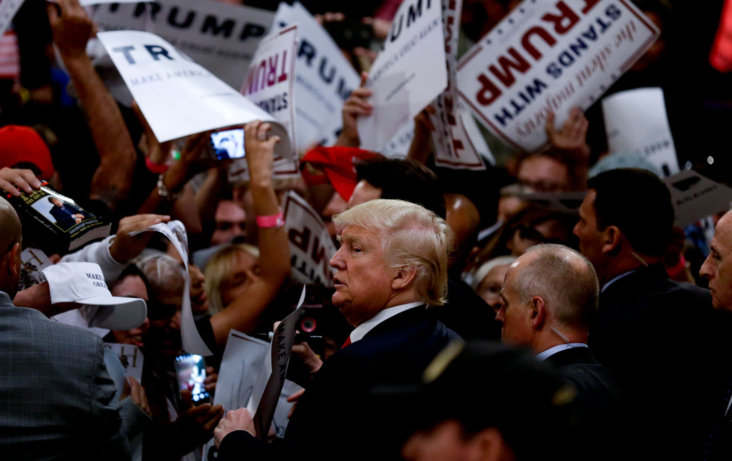 donald_trump_crowd_ap_img