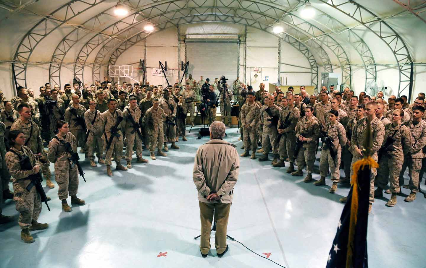 Hagel speaks with Afghanistan troops