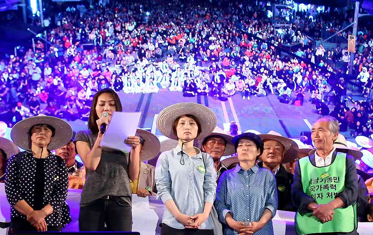 The family of injured farmer Baek Nam-gi