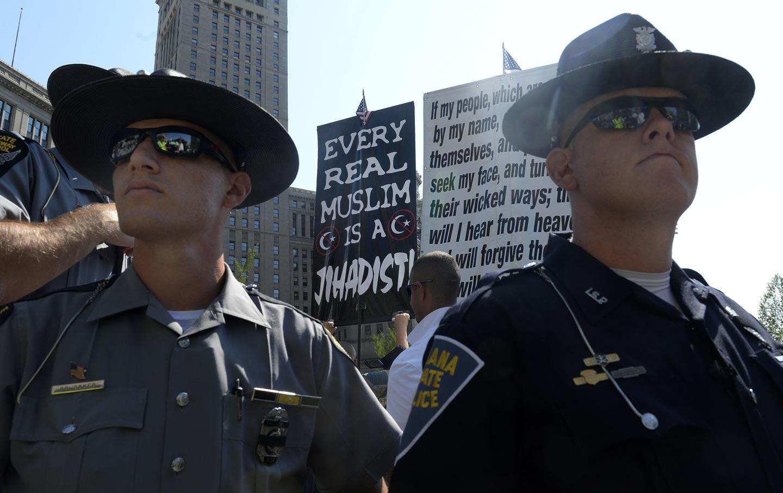 Anti_Muslim_protest_RNC_2016_AP_img
