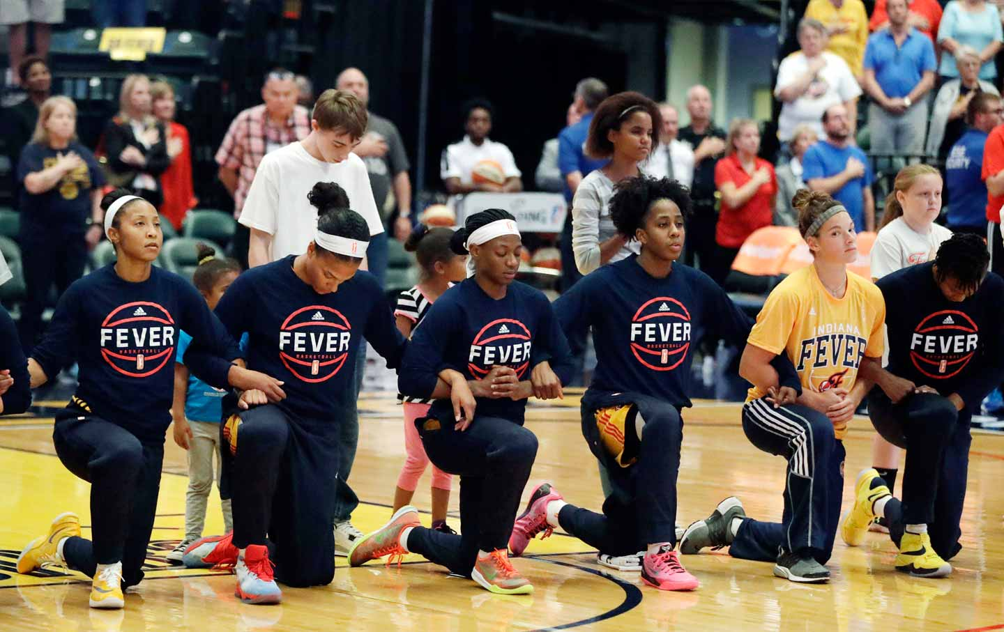 Indiana Fever Kneel