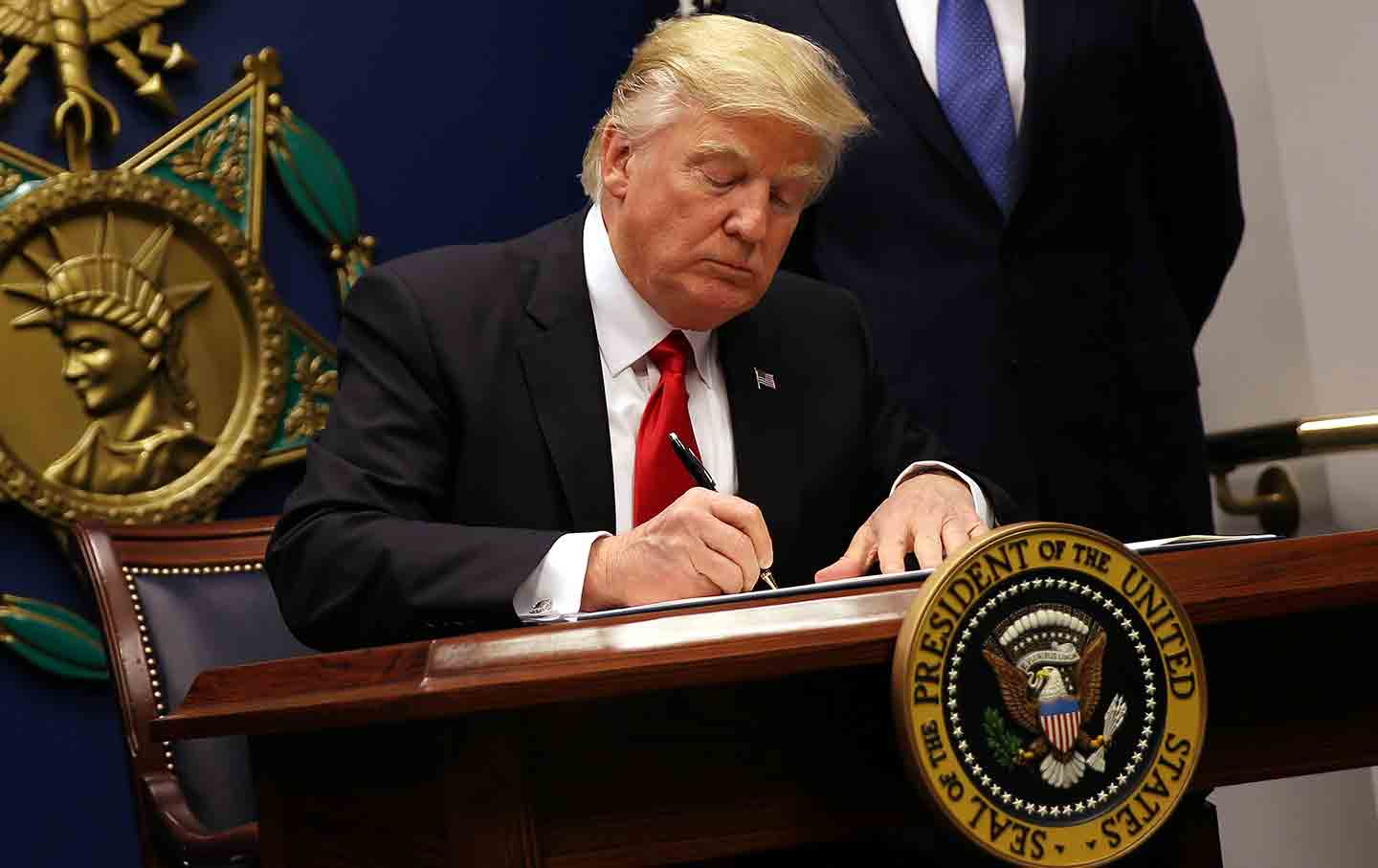 Federal judge blocks Trump immigration ban nationwide