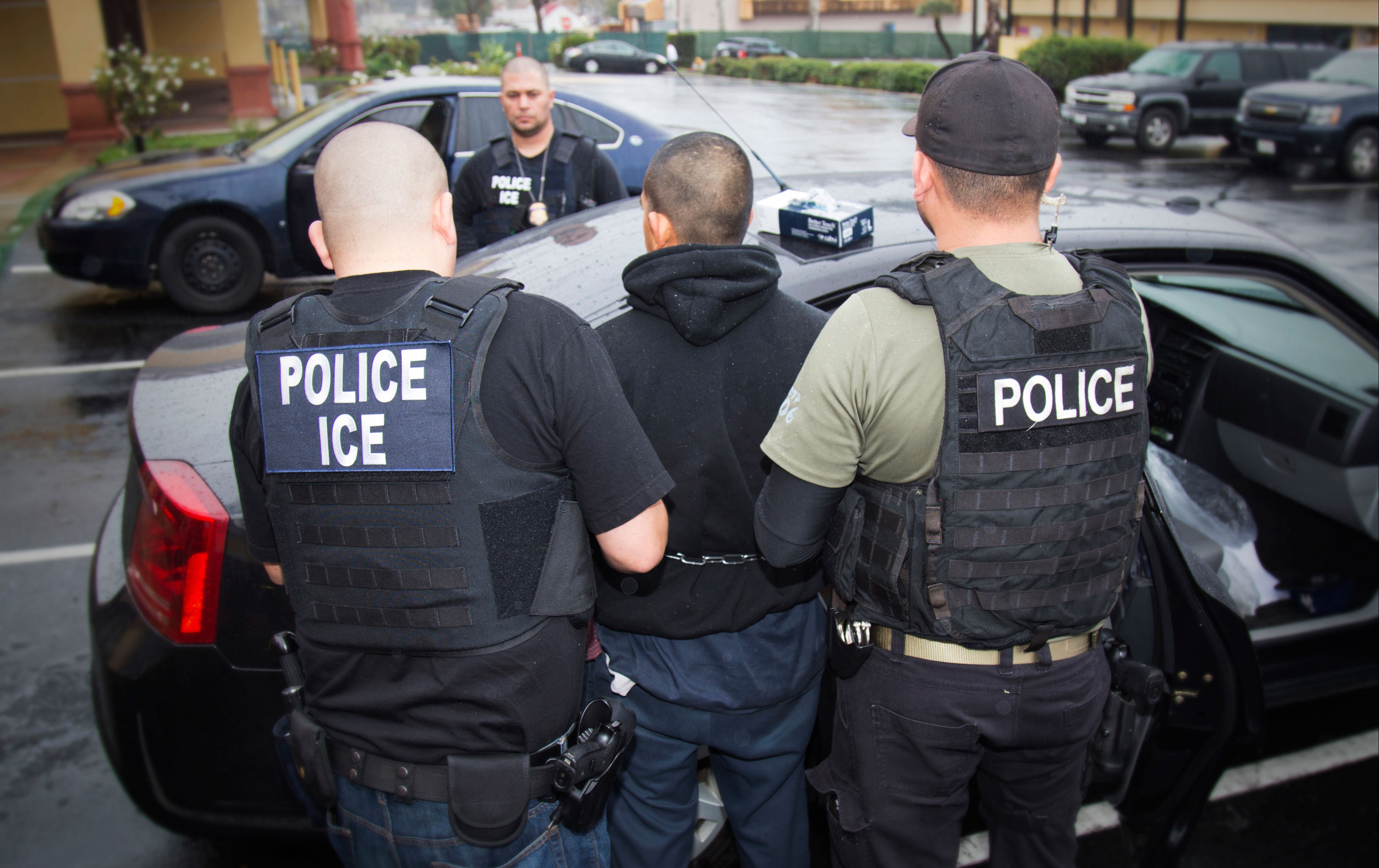 Trump's quick deportation plan may be illegal, past immigration chiefs say