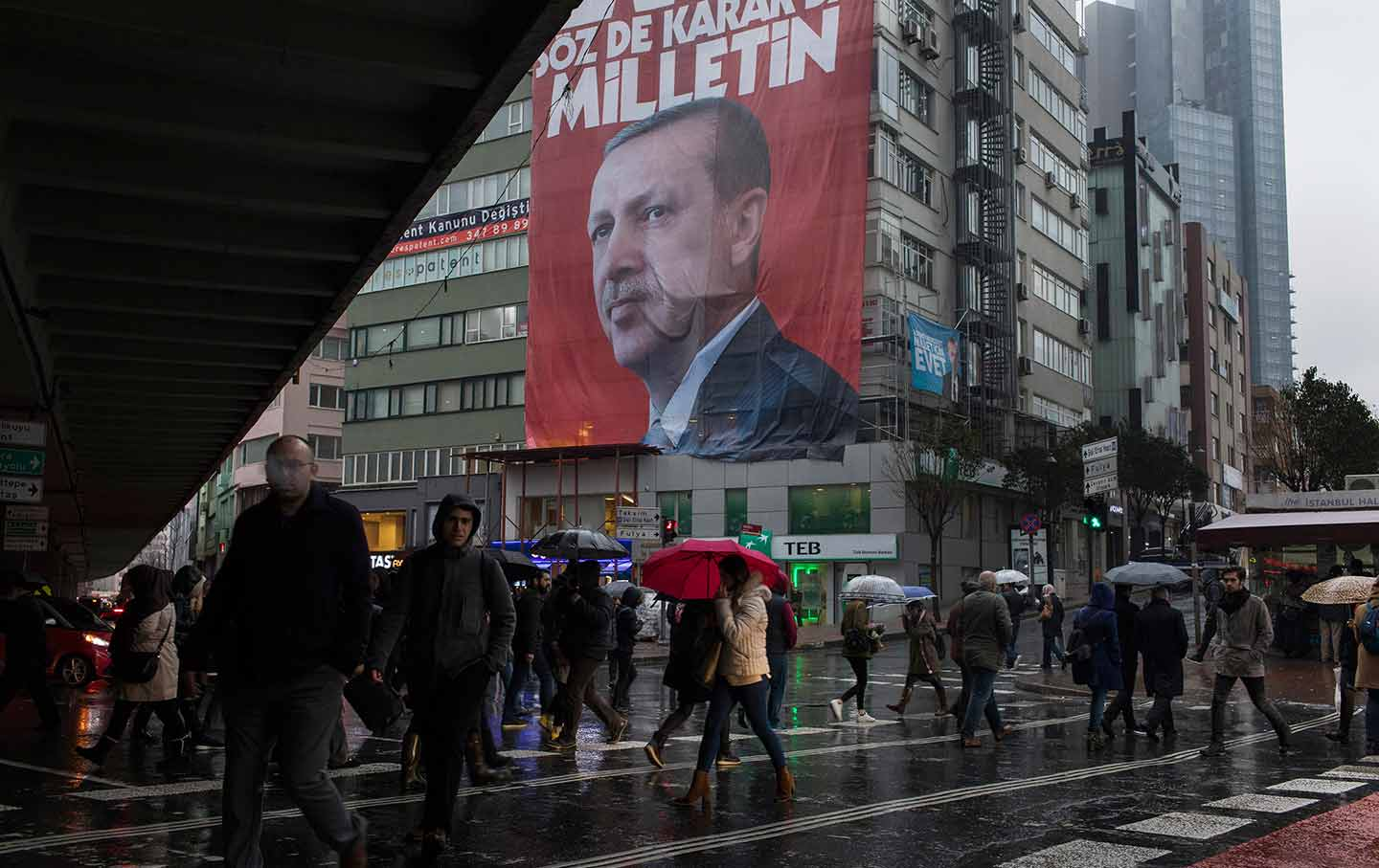 A campaign banner for the Turkish referendum