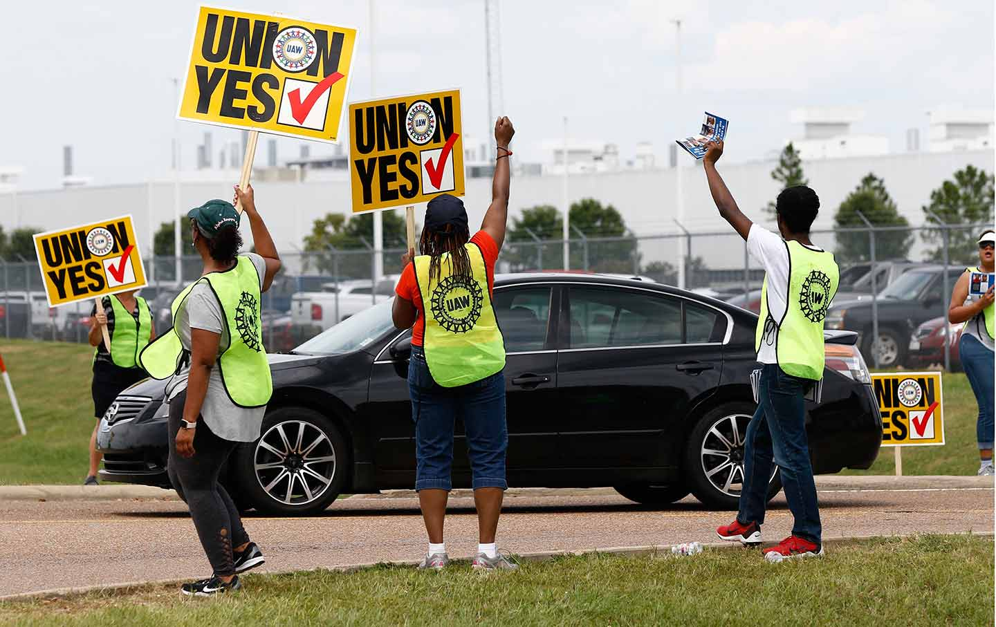 UAW members outside the Nissan plant