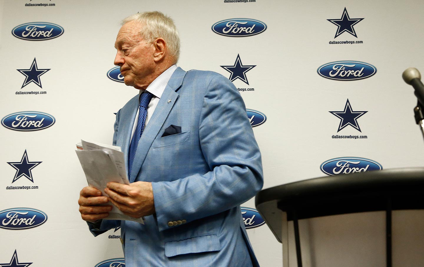 09e5f4708d849f Dallas Cowboys owner Jerry Jones leaves after speaking after an NFL  football game in Glendale, Arizona, on September 25, 2017. (AP Photo / Ross  D. Franklin)