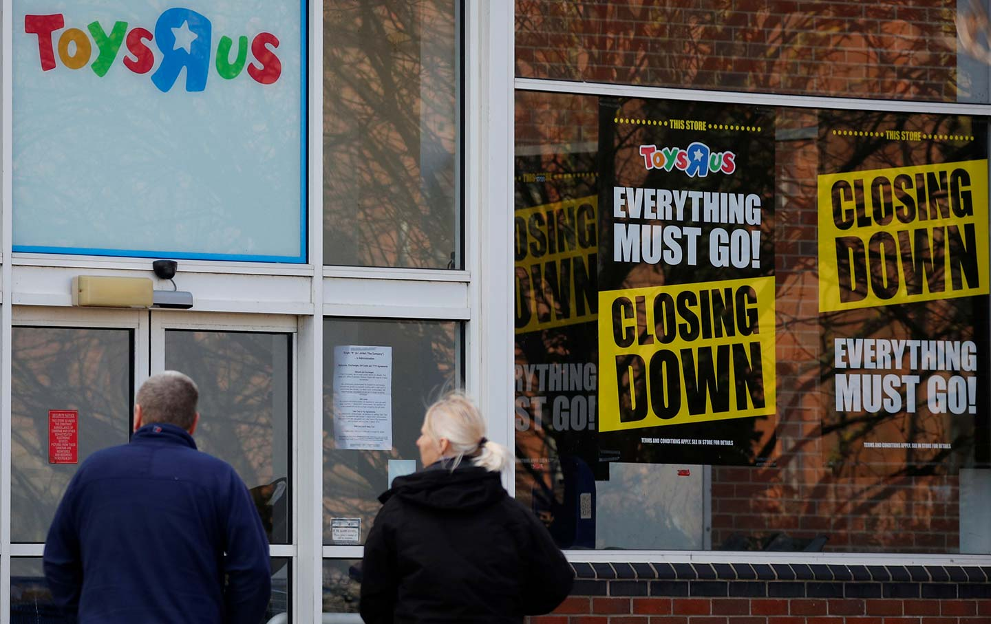 Toys R Us announces it will close all stores in Britain