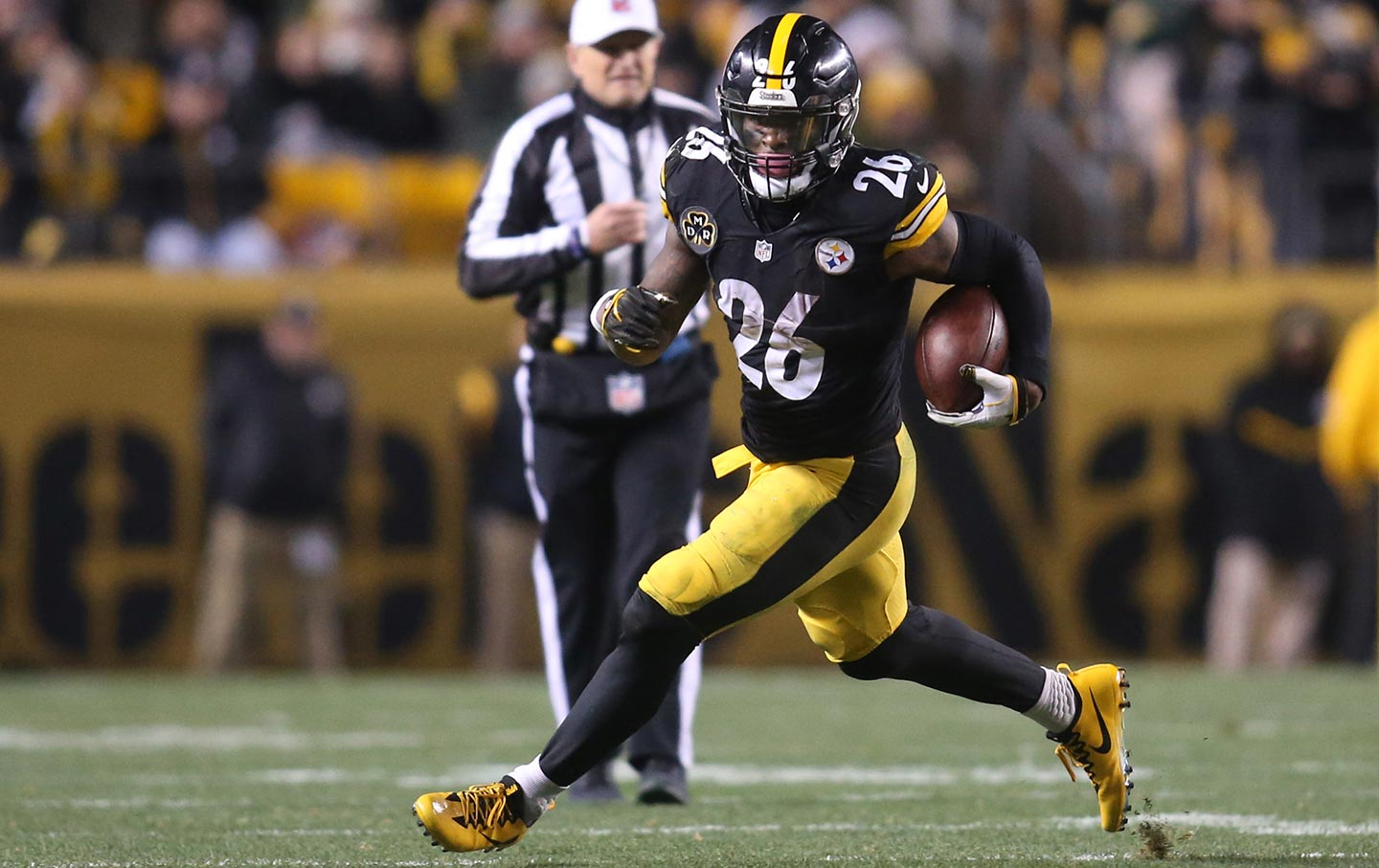 Pittsburgh Steelers Running Back Leveon Bell Rushes The Ball Against The Green Bay Packers In Pittsburgh On November 26 2017