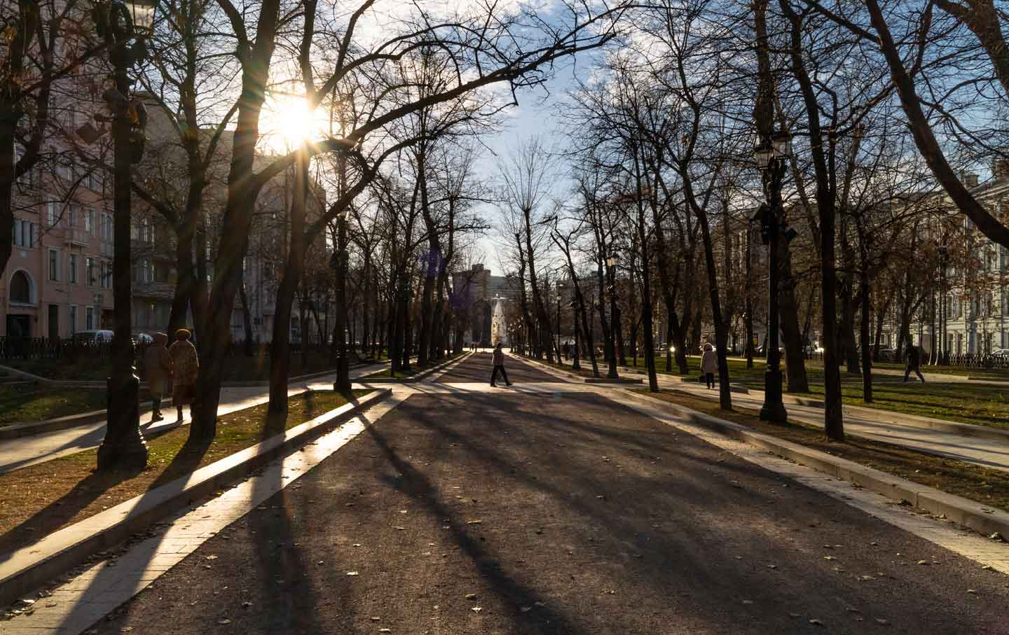 Keith Gessen's Portrait of a Moscow Caught Between Two
