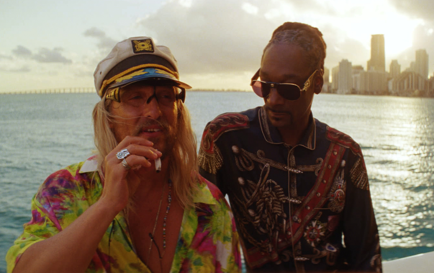 Moondog (Matthew McConaughey) and Lingerie (Snoop Dogg) in THE BEACH BUM. Courtesy of NEON and VICE