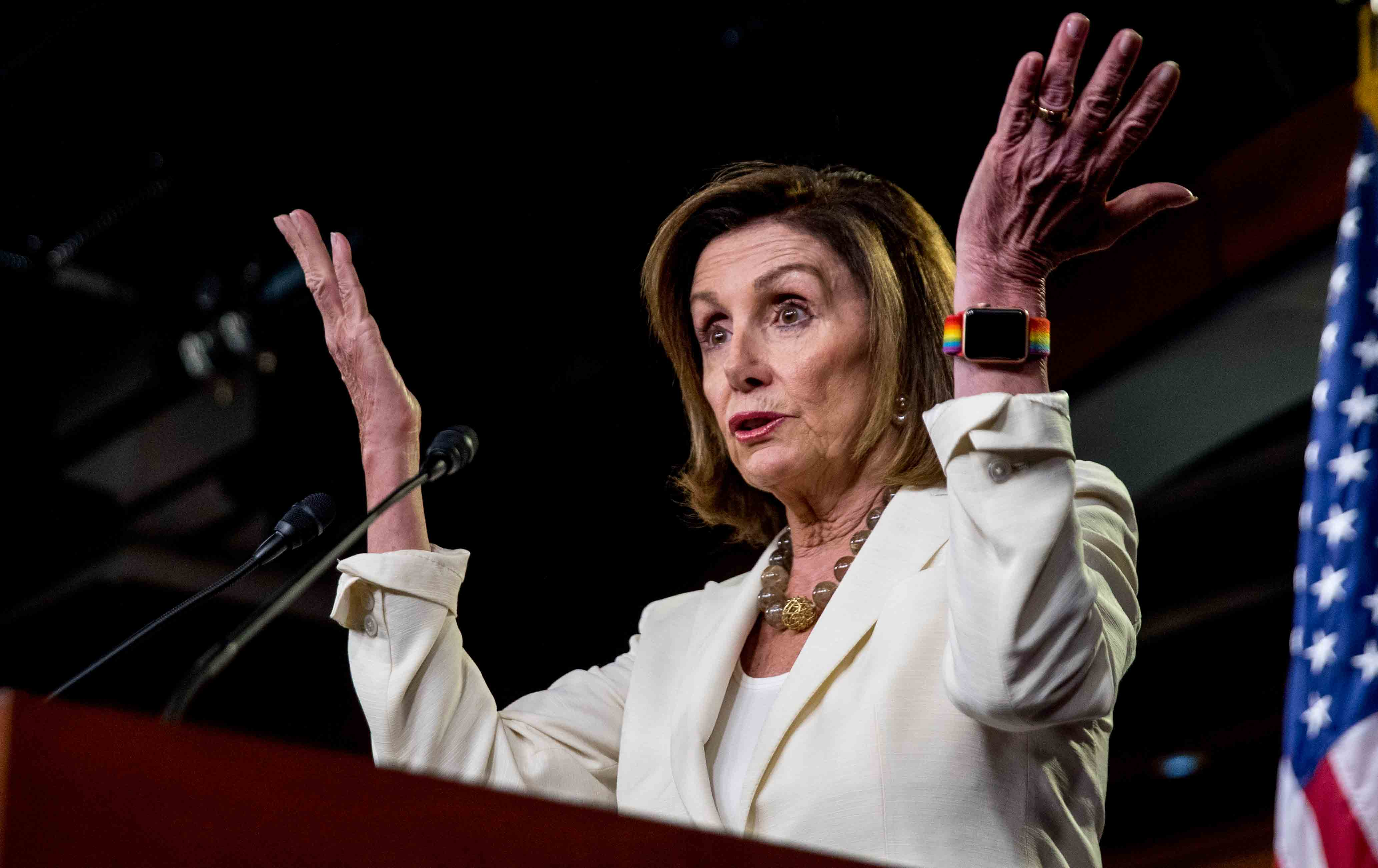 Nancy_Pelosi_hands_img