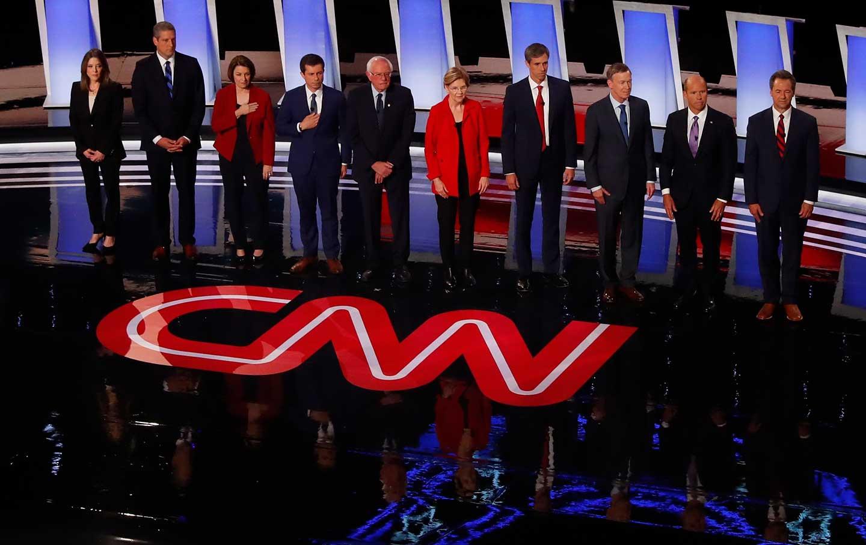 bernie-warren-debate-2019-ap-img