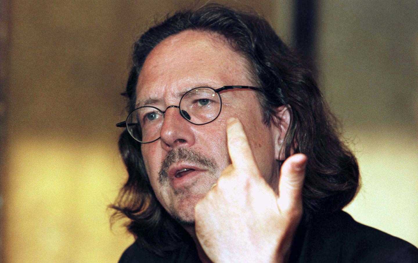 Peter-Handke-R-book-reading-reuters-img