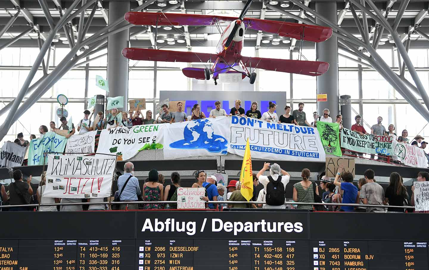 airport-protest-climate-rt-img