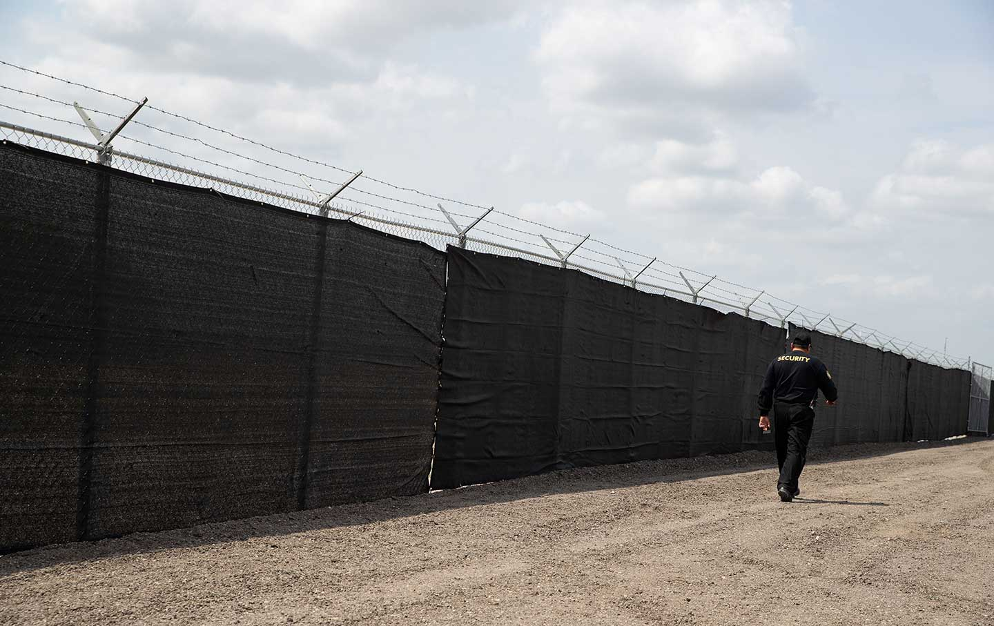 migrant-detention-fence-rtr-img