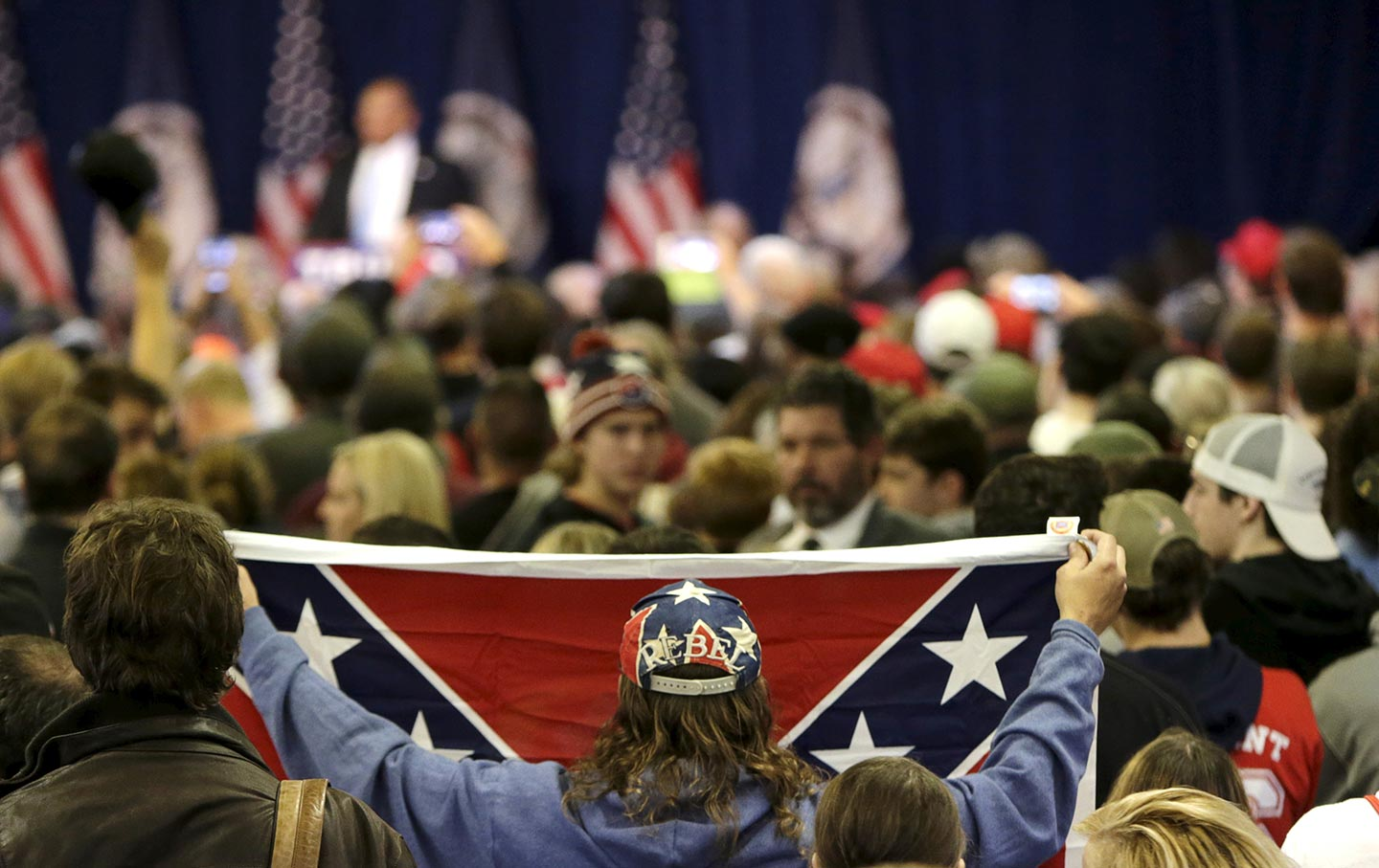 trump-rally-confederate-flag-rtr-img