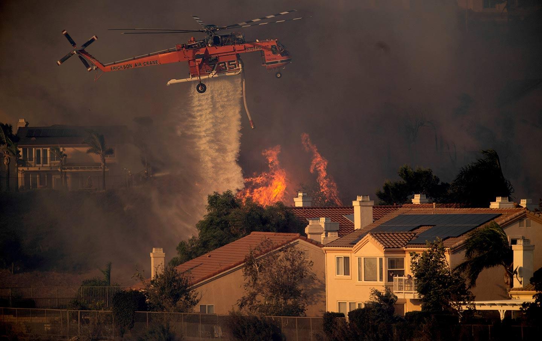 Cali-wildfires-heli-water-ap-img