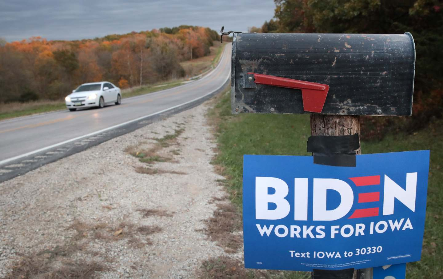 biden-iowa-sign-gty