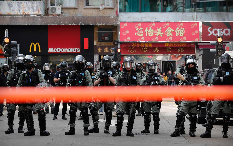 riot-police-hong-kong-ap-img