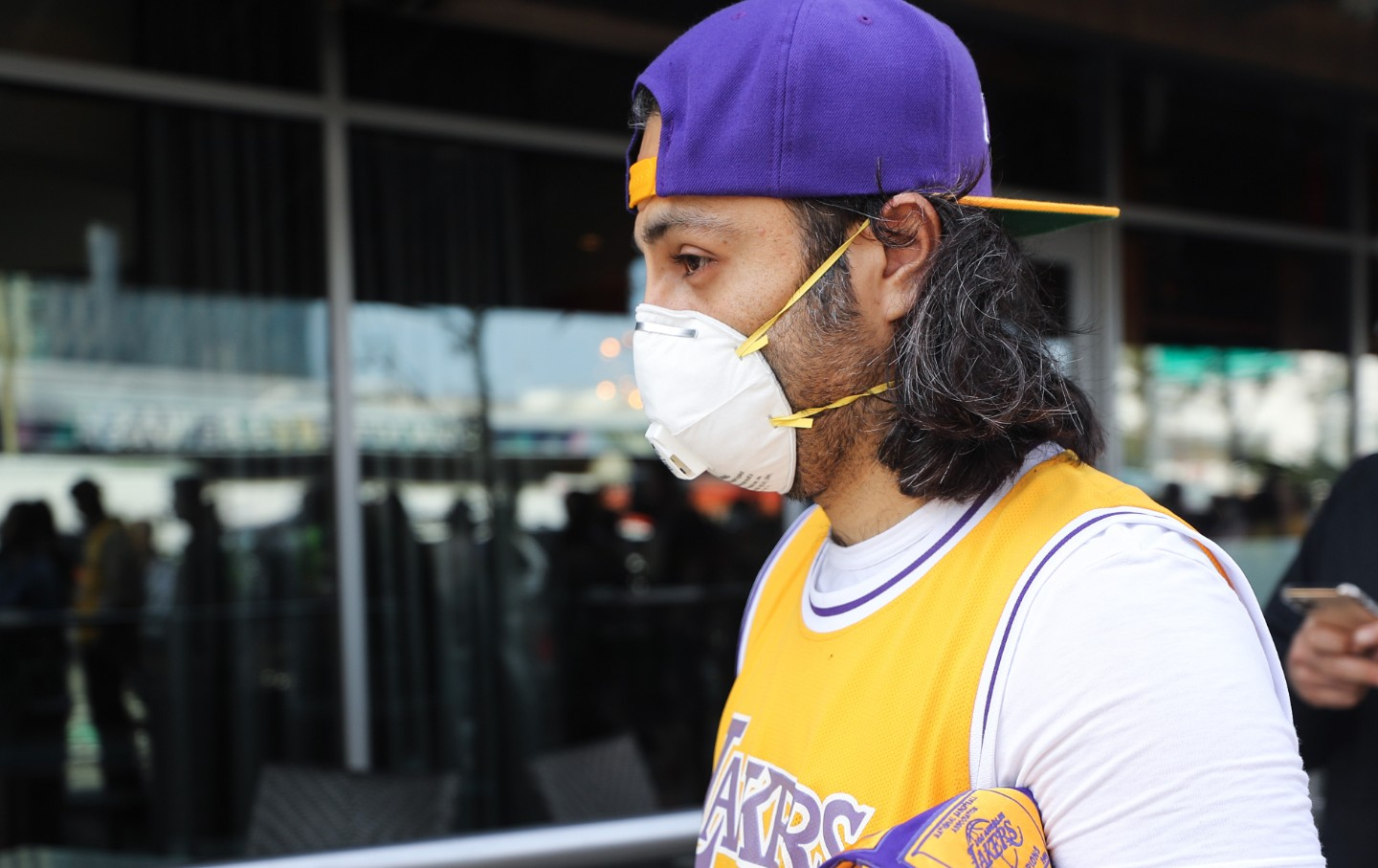 A Lakers fan wears a protective mask