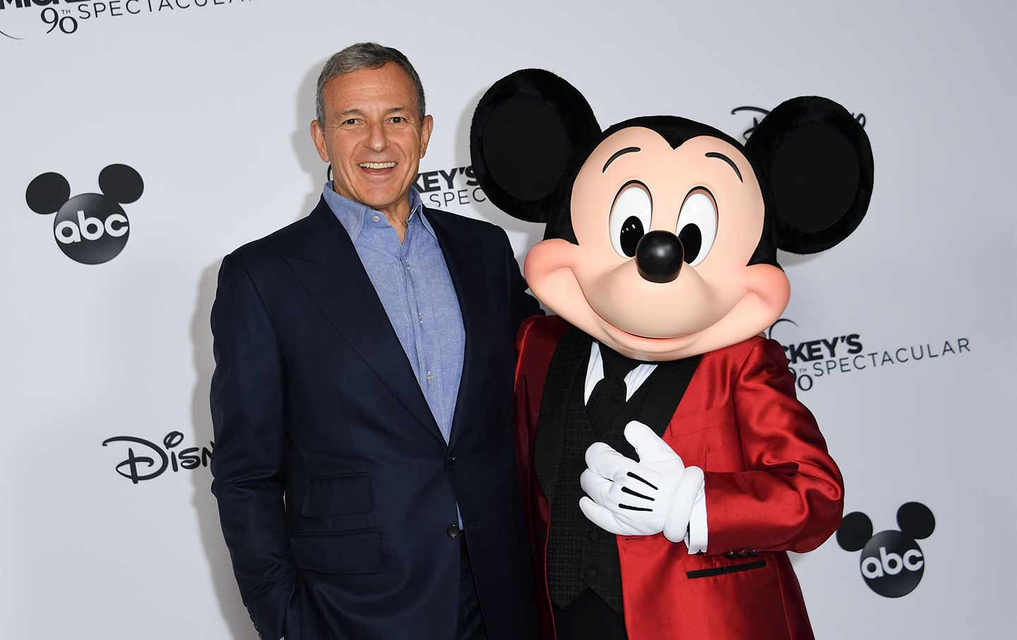 robert-iger-mickey-mouse-gt-img