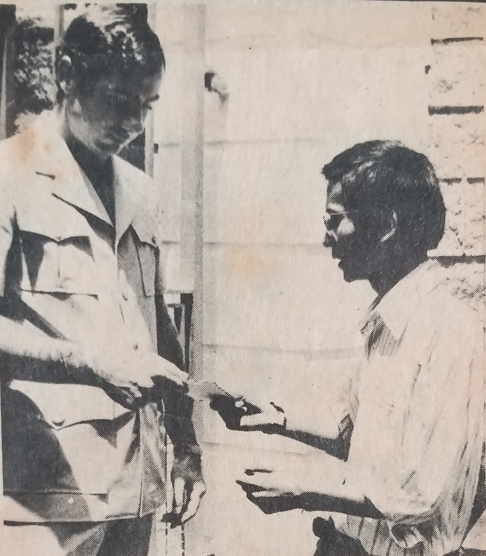 Newspaper clipping showing Au Loong Yu in 1977