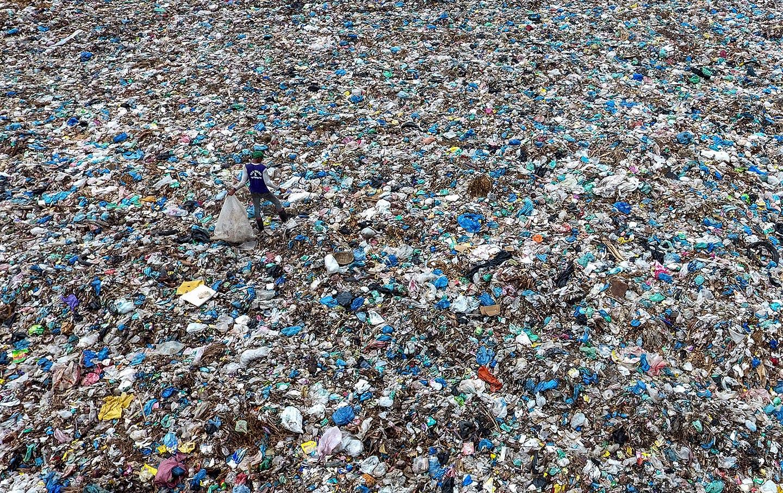 indonesia-plastic-waste-garbage-ap-img
