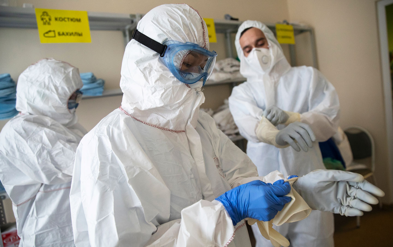 moscow-russia-hospital-coronavirus-doctors-ap-img